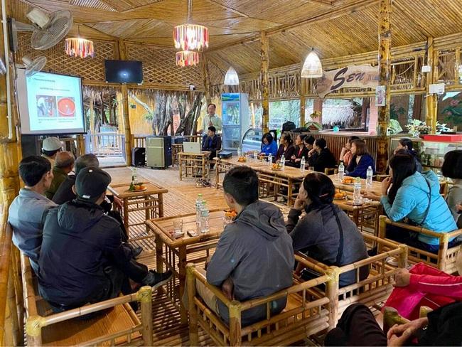 Ninh Bình: Hội Nông dân tập huấn kỹ thuật canh tác lúa cải tiến SRI cho hội viên chi Hội nghề nghiệp - Ảnh 2.