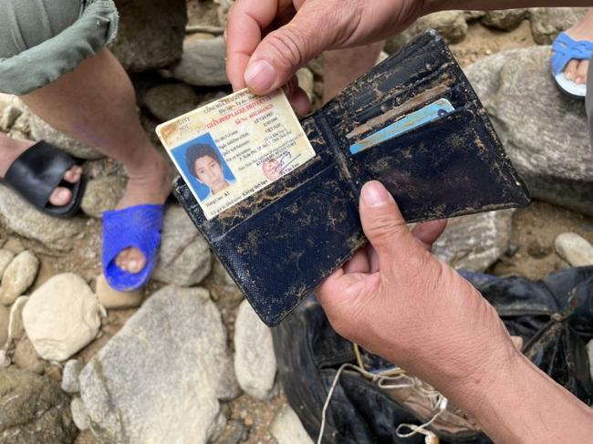 Phát hiện nhiều vật dụng cá nhân sau khi nối lại tìm kiếm 11 công nhân mất tích tại Rào Trăng 3  - Ảnh 2.