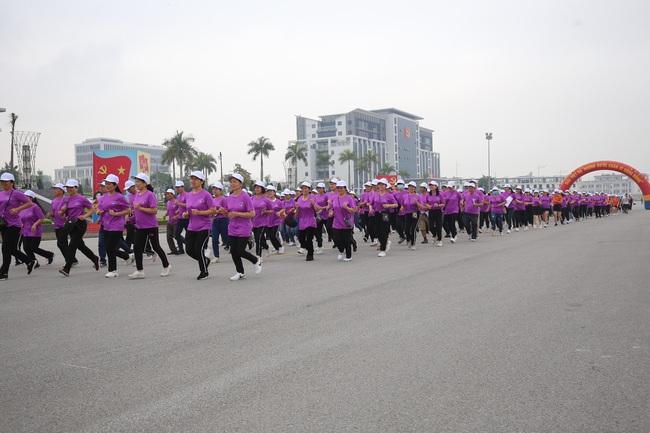 2.000 người hưởng ứng Ngày chạy Olympic vì sức khoẻ nhân dân - Ảnh 4.