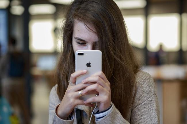Giá iPhone 7 Plus 'chạm đáy', liệu có còn đáng mua trong năm 2021? - Ảnh 1.
