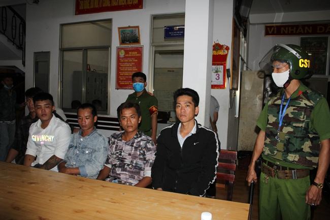 Cần Thơ: 2 nhóm thanh niên xô xát, có nổ súng, 14 đối tượng bị bắt giữ - Ảnh 1.