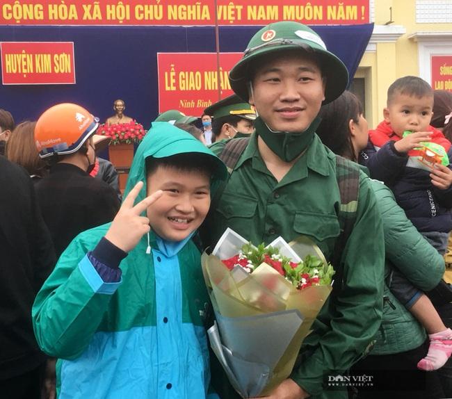 Tân binh Ninh Bình hăng hái lên đường nhập ngũ - Ảnh 5.
