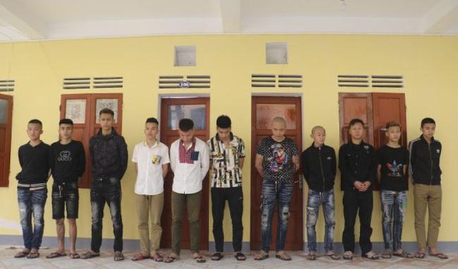 Nhóm côn đồ tra tấn nam thanh niên bị khởi tố khai bắt nạn nhân tự đào hố chôn mình - Ảnh 1.