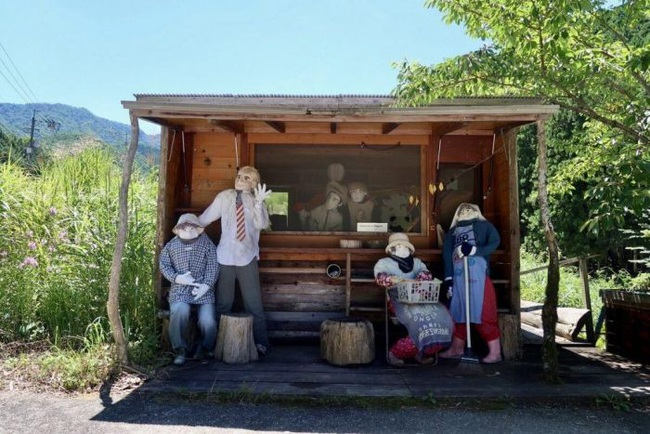 Ngôi làng kỳ bí nhất thế giới có dân số là 300 con búp bê hình người - Ảnh 11.