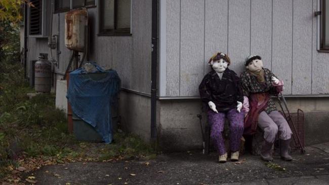 Ngôi làng kỳ bí nhất thế giới có dân số là 300 con búp bê hình người - Ảnh 12.