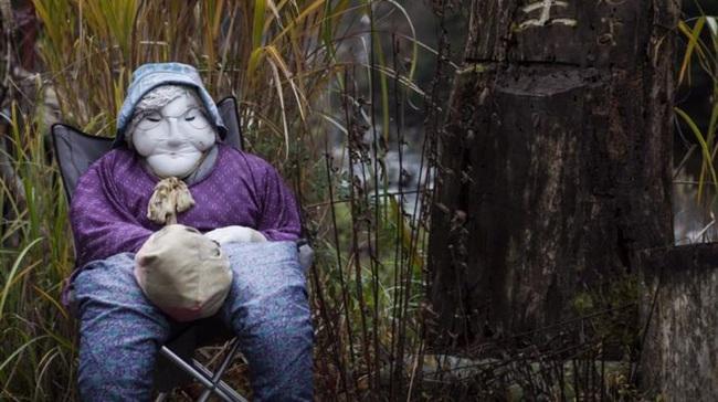 Ngôi làng kỳ bí nhất thế giới có dân số là 300 con búp bê hình người - Ảnh 13.