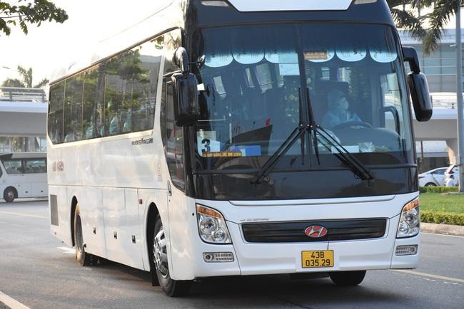 Đà Nẵng tiếp nhận gần 390 công dân về từ Myanmar - Ảnh 1.
