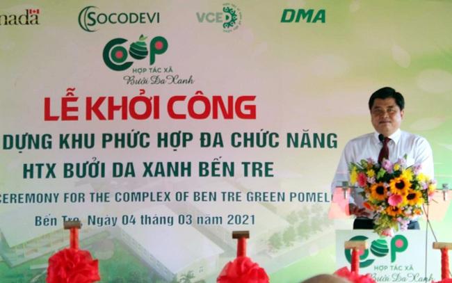 Thứ trưởng Bộ NNPTNT Trần Thanh Nam chúc mừng tại lễ khởi công.