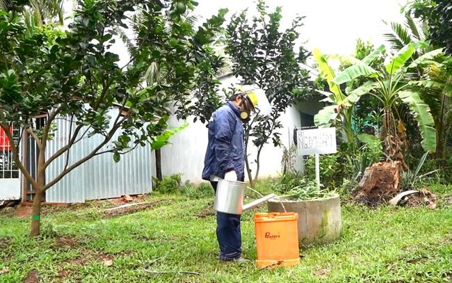 Cặn thừa thuốc BVTV còn tồn dư này sẽ được súc rửa và đổ vào hố Biobed để xử lý