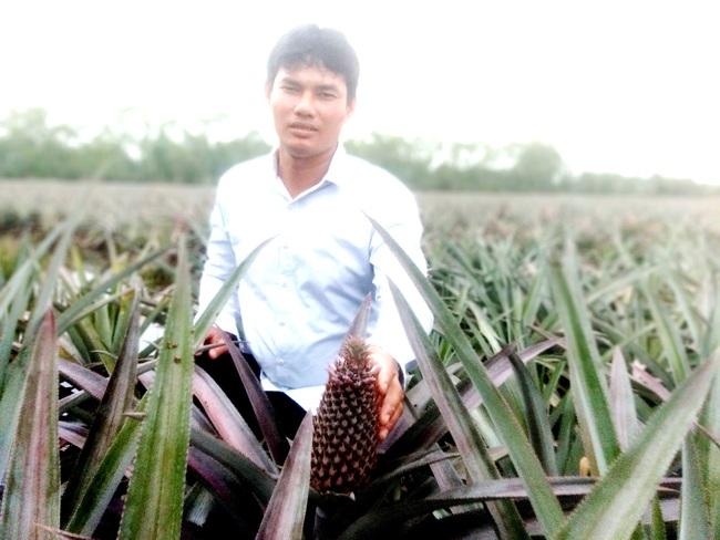 Long An: Trồng cánh đồng lớn loại trái chi chít gai, nông dân 8x thu tiền tỷ mỗi năm - Ảnh 1.