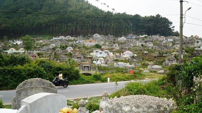 Huế giải tỏa khu nghĩa địa lớn xây công viên: Kinh phí nghìn tỷ, dời 100.000 ngôi mộ  - Ảnh 2.
