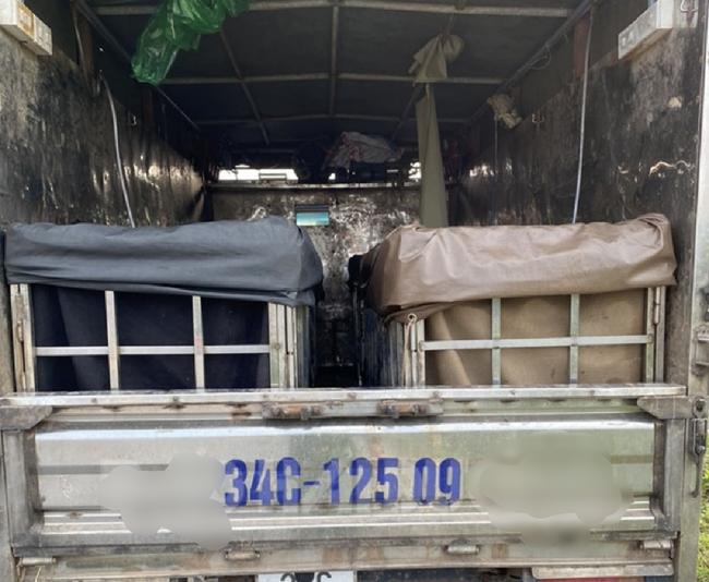 Hải Dương: Giấu 2 người trong thùng xe để trốn kiểm dịch, 3 người bị phạt hơn 60 triệu đồng - Ảnh 1.