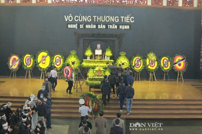 Nhiều nghệ sỹ rơi nước mắt khi đến đưa tiễn NSND Trần Hạnh - Ảnh 1.