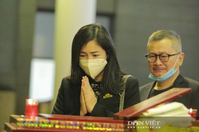 Nhiều nghệ sỹ rơi nước mắt khi đến đưa tiễn NSND Trần Hạnh - Ảnh 9.