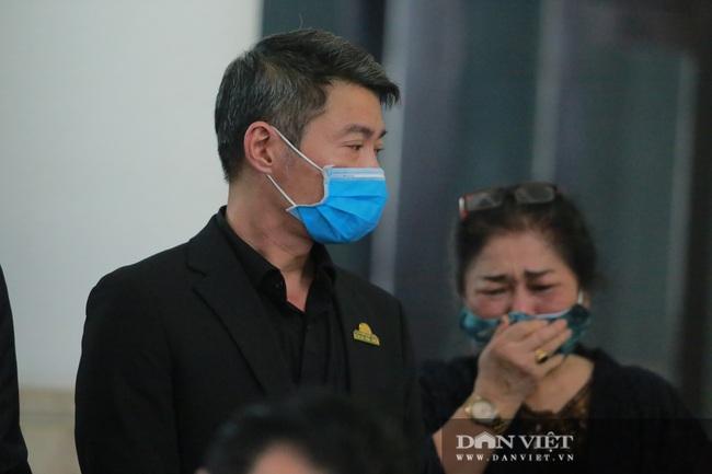 Nhiều nghệ sỹ rơi nước mắt khi đến đưa tiễn NSND Trần Hạnh - Ảnh 7.