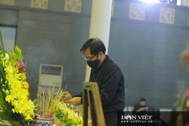 Nhiều nghệ sỹ rơi nước mắt khi đến đưa tiễn NSND Trần Hạnh - Ảnh 12.