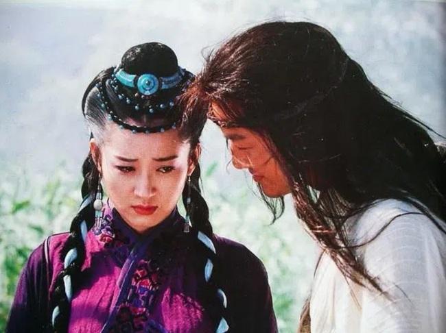 Tình nhân Lệnh Hồ Xung và nụ hôn đẹp nhất một đời Kim Dung! - Ảnh 1.