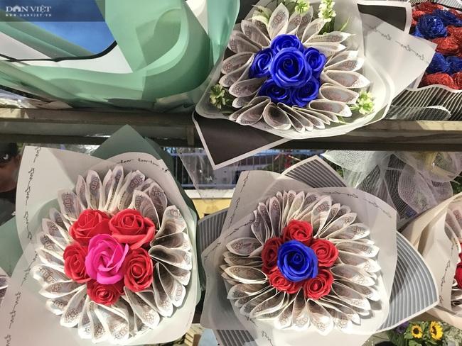 Đà Nẵng: Hoa bày kín sạp, người bán tất tả mời khách mà chẳng mấy ai mua - Ảnh 7.