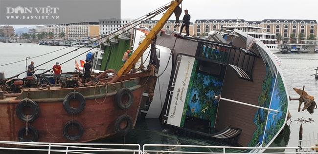 Xót lòng nhìn du thuyền triệu đô ngâm dưới nước biển - Ảnh 1.