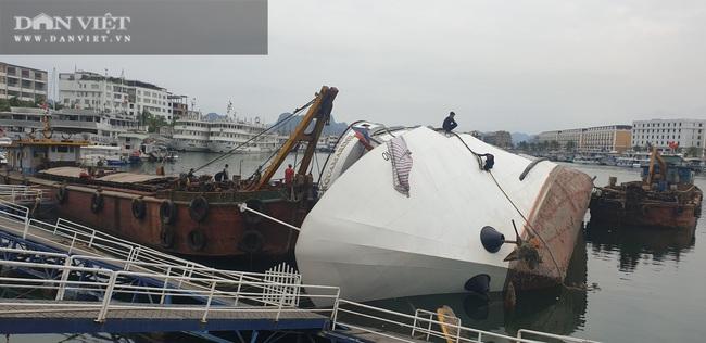 Xót lòng nhìn du thuyền triệu đô ngâm dưới nước biển - Ảnh 2.