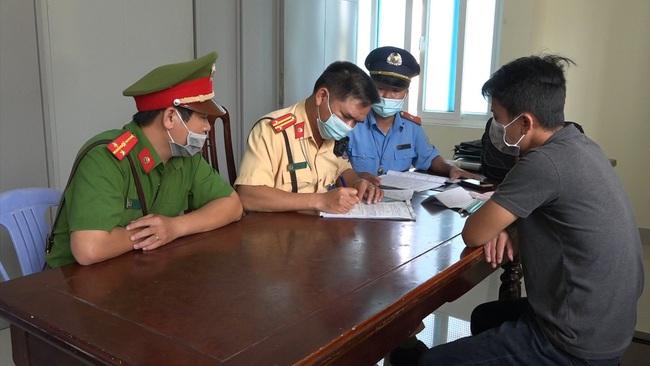 """Tài xế """"xe ké"""" tuyến Huế- Đà Nẵng chở khách bằng xe hết hạn đăng kiểm - Ảnh 3."""