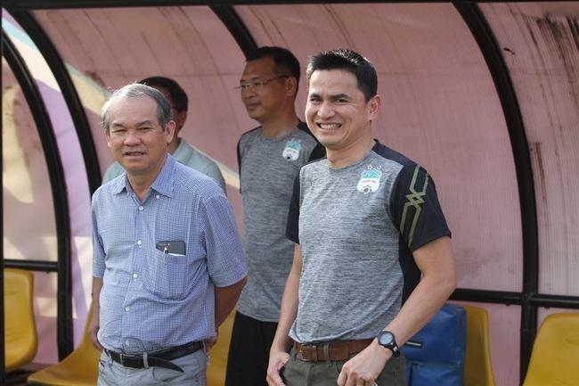 HLV Kiatisak tin Việt Nam sẽ đi tiếp ở vòng loại World Cup.
