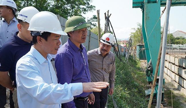 Thứ trưởng Bộ GTVT: Thay đổi tư duy cách làm, bảo đảm chất lượng cao tốc Cam Lộ- La Sơn - Ảnh 1.
