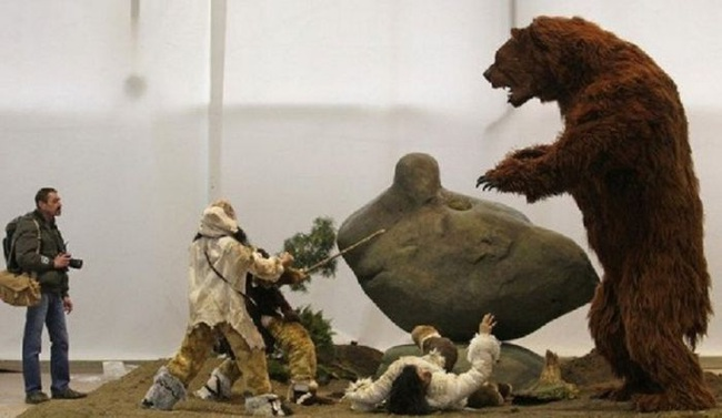 """Gấu nâu khổng lồ nhất thế giới cao 4,5m nặng 1,5 tấn: """"Sự thực hay chỉ là lời nói dối?"""" - Ảnh 2."""
