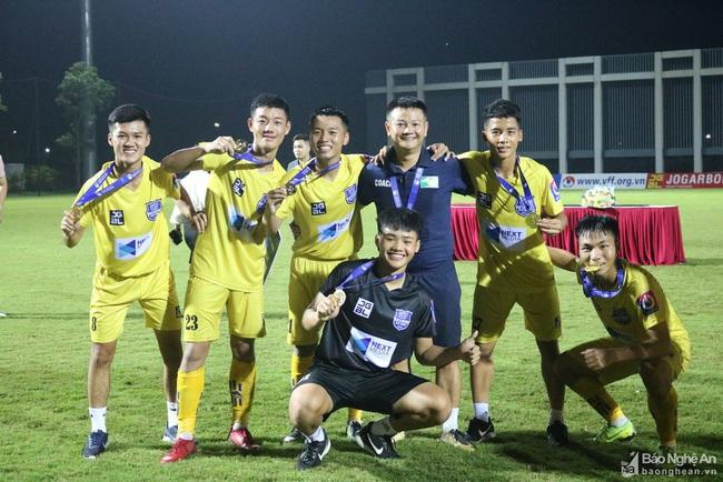 Văn Quyến đang rất thành công với bóng đá trẻ SLNA.