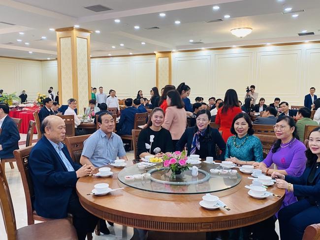 """Lãnh đạo tỉnh Thái Nguyên lần đầu tổ chức bàn tròn  """"Trà - Cà phê doanh nhân"""" - Ảnh 1."""