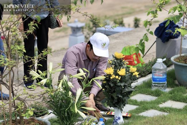 Tiết Thanh minh giữa mùa covid-19, người dân chọn nhiều hình thức để tảo mộ - Ảnh 5.