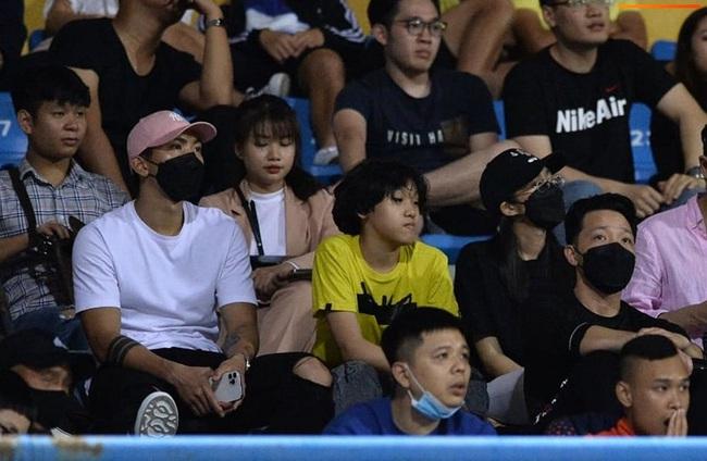 Tin tối (12/4): Hồi phục thần tốc, Văn Hậu tái xuất ở vòng loại World Cup - Ảnh 1.