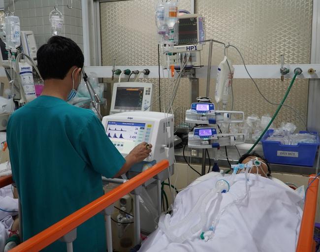 """""""Báo động đỏ"""" cứu sống bệnh nhân bị dao đâm xuyên ngực trái - Ảnh 1."""