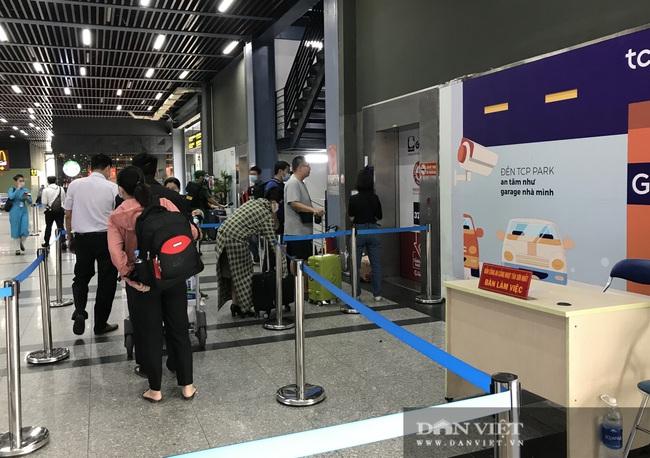 Chờ mãi chưa thấy sân bay Tân Sơn Nhất lắp thêm thang máy cho khách đỡ khổ - Ảnh 1.