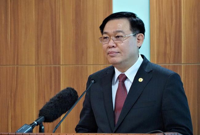 Chủ tịch Quốc hội Vương Đình Huệ trao Nghị quyết của Quốc hội về bầu Tổng Kiểm toán Nhà nước - Ảnh 1.