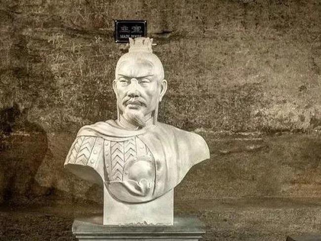 Chuyện ít biết về chủ nhân ngôi mộ chứa đầy của cải bị Tào Tháo trộm - Ảnh 2.