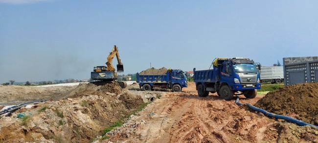 TT-Huế: Yêu cầu vận chuyển 400m3 cát trục lợi bất chính ra khỏi dự án làm đường  - Ảnh 1.