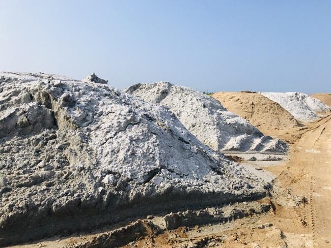 TT-Huế: Yêu cầu vận chuyển 400m3 cát trục lợi bất chính ra khỏi dự án làm đường  - Ảnh 3.