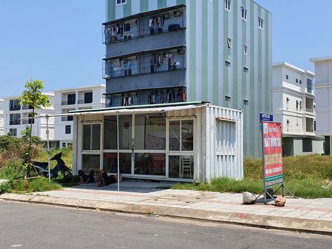 Đà Nẵng: Tháo dỡ lều quán, container, ki ốt giao dịch bất động sản trái phép - Ảnh 1.