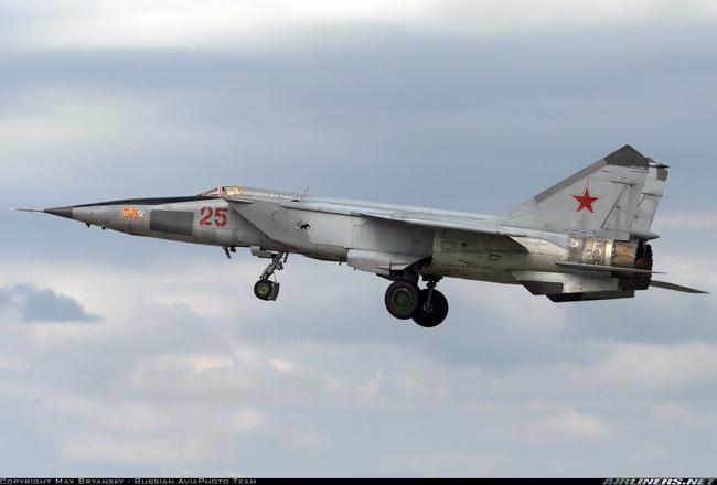 """Mệnh danh """"Vua Tốc Độ"""", chiến đấu cơ MiG-25 Liên Xô nhanh đến mức nào? - Ảnh 7."""
