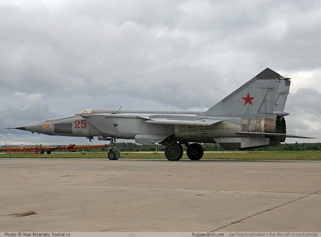 """Mệnh danh """"Vua Tốc Độ"""", chiến đấu cơ MiG-25 Liên Xô nhanh đến mức nào? - Ảnh 9."""