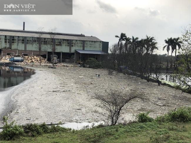 Cận cảnh: Doanh nghiệp giấy cụm công nghiệp Phú Lâm, Bắc Ninh ngang nhiên xả thải ngập đường  - Ảnh 2.