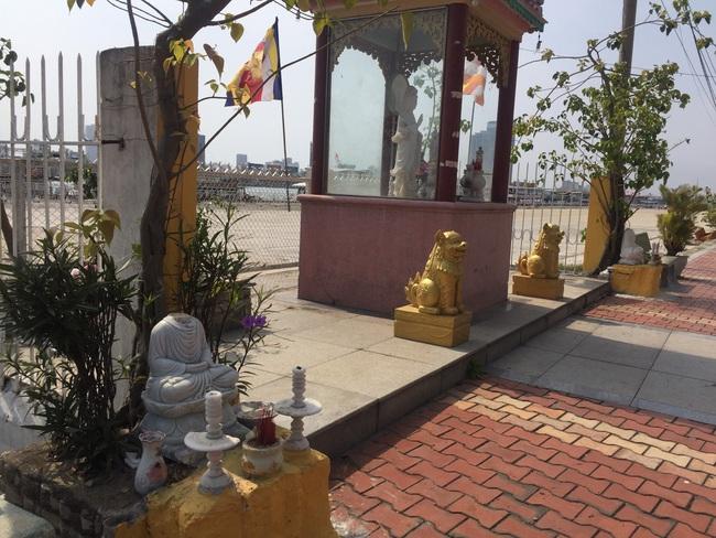 Bức xúc hình ảnh ngôi miếu giữa trung tâm Đà Nẵng nhiều lần bị đập phá  - Ảnh 2.