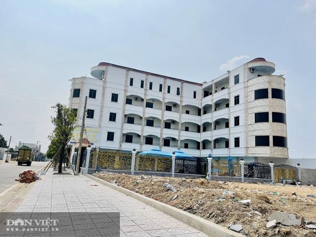 Căn nhà 5 tầng xây dựng trái phép trên đất chưa được cấp sổ đỏ - Ảnh 1.