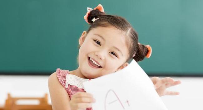 Mặt trái của lời khen dành cho con: 7 điều cha mẹ cần lưu ý để không hối hận sau này - Ảnh 2.