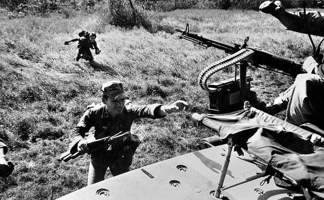 """Điểm """"cận kề cái chết"""" trên trực thăng UH-1 của Mỹ khi tham chiến ở Việt Nam - Ảnh 3."""
