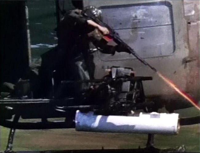 """Điểm """"cận kề cái chết"""" trên trực thăng UH-1 của Mỹ khi tham chiến ở Việt Nam - Ảnh 7."""