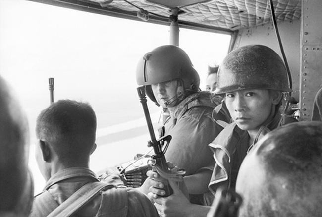 """Điểm """"cận kề cái chết"""" trên trực thăng UH-1 của Mỹ khi tham chiến ở Việt Nam - Ảnh 8."""