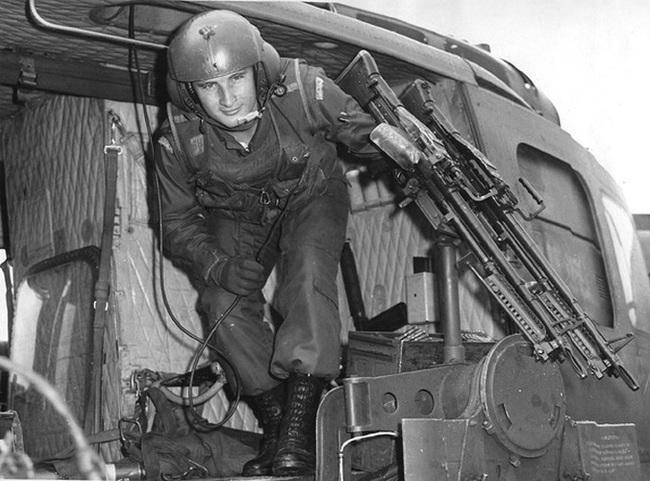 """Điểm """"cận kề cái chết"""" trên trực thăng UH-1 của Mỹ khi tham chiến ở Việt Nam - Ảnh 12."""