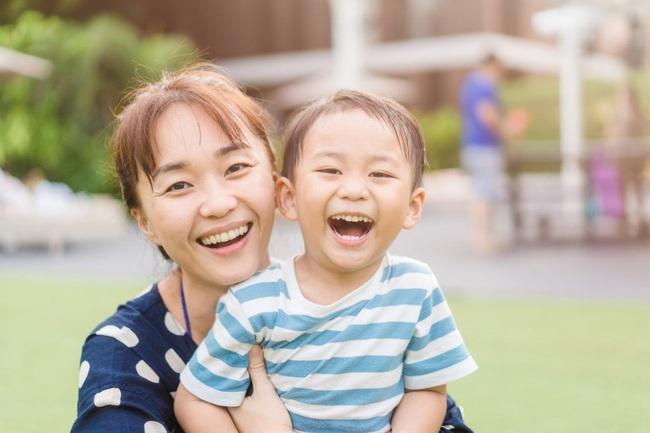 Mặt trái của lời khen dành cho con: 7 điều cha mẹ cần lưu ý để không hối hận sau này - Ảnh 1.